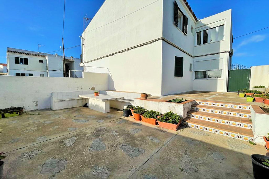 MAHON-SEAVIEW-APARTMENT-PATIO